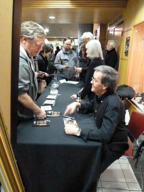 Roy Signing CDs